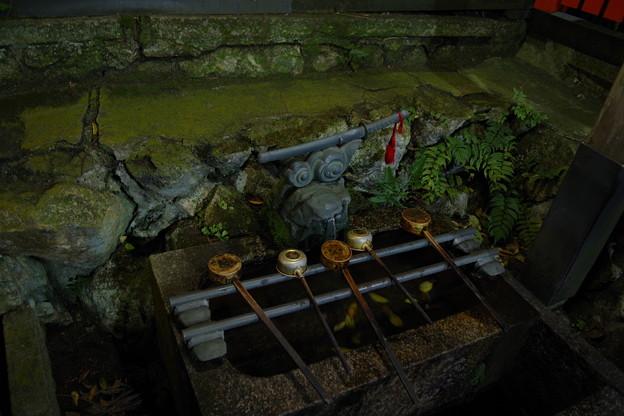 伏見稲荷大社 三劔家の手水舎