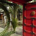 Photos: 愛宕神社朱扉と茅の輪