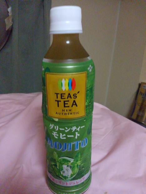 【昨日のドリンク】東京都渋谷区本町の、伊藤園 ティーズ・ティー ニュー・オーセンティック グリーンティー・モヒート 水出しミントジュレップ ノンアルコール 果汁1%。 これ、スピリタスで割って呑みたい