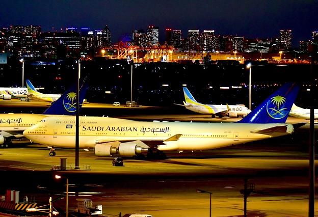 夜のサウジアラビア王国政府専用機B747-400