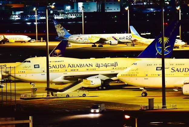 夜の羽田空港 サウジアラビア王国政府専用B747-SP