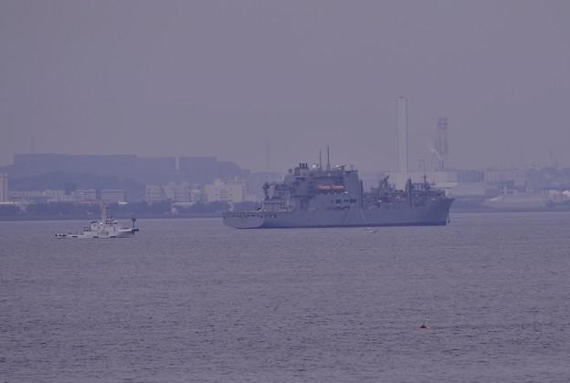 撮って出し。。横須賀港の外で補給艦?(^^)  5月16日