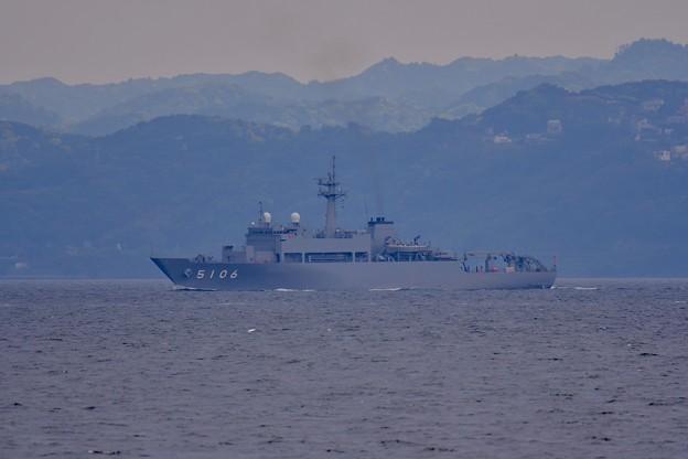 浦賀水路を通る海上自衛隊海洋観測艦しょうなん 20170516