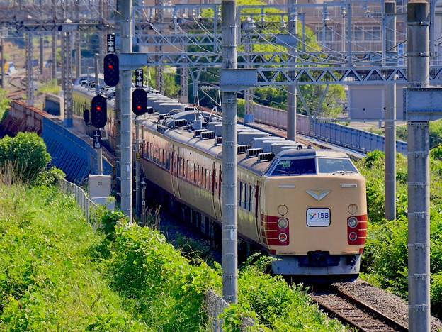 最初で最後の貨物線を走行する国鉄色189系 Y158号 20170527