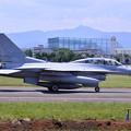 写真: ある日の横田基地。。韓国空軍のF-16は二人乗り 20170603