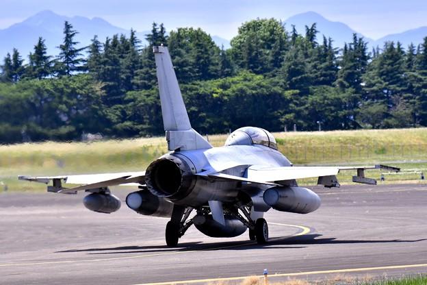 ある日の横田基地。。ランウェイ18へ韓国空軍KF-16 20170603