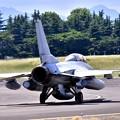 写真: ある日の横田基地。。ランウェイ18へ韓国空軍KF-16 20170603