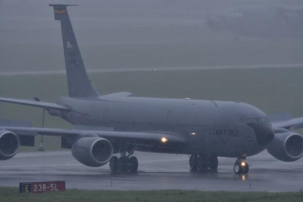 雨降る嘉手納基地。。KC-135ストラトタンカー 20170619