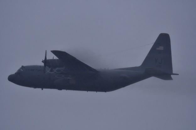 雨降る嘉手納基地。。横田のC-130H上がり 20170619