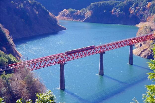 蔵出し。。昨年秋に行った大井川鉄道 井川線アプト式列車 エメラルド色のダム湖 20161210