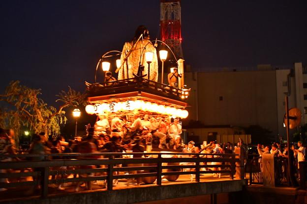 佐原の大祭夏祭り夜 山車の運行開始で賑わう昔の町並み 20170716
