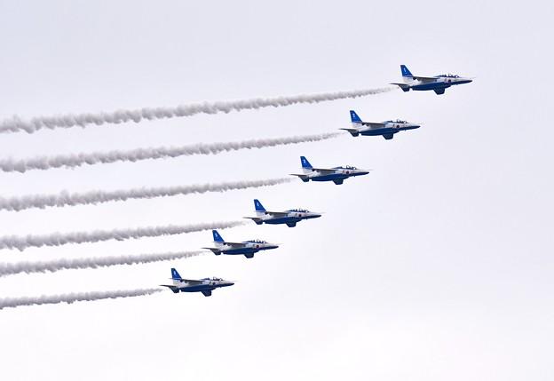 ブルーインパルス予行練習。。編隊飛行エシュロン