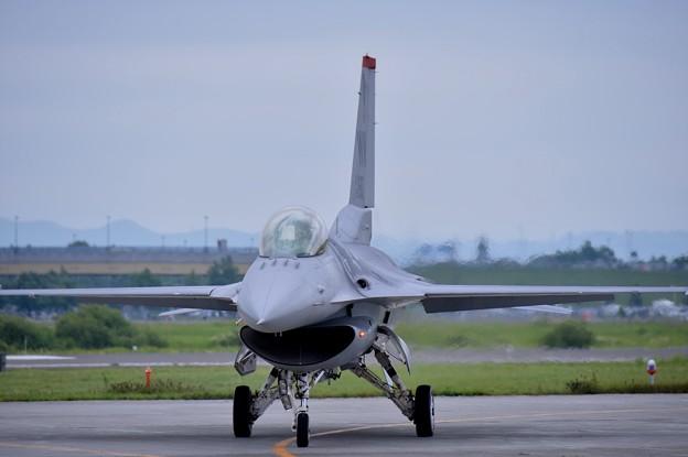 写真: F-16デモストレーションチーム。。最初の位置へ戻る
