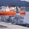 吉倉桟橋には砕氷艦しらせ 逸見岸壁には試験艦あすか。。20170805