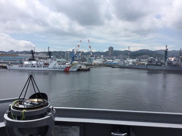米海軍横須賀基地に停泊中の掃海母艦うらがから見る風景。。20170805