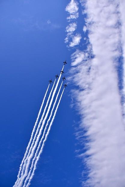 復興願いを東松島の青い空で。。スワン隊形フライバイ