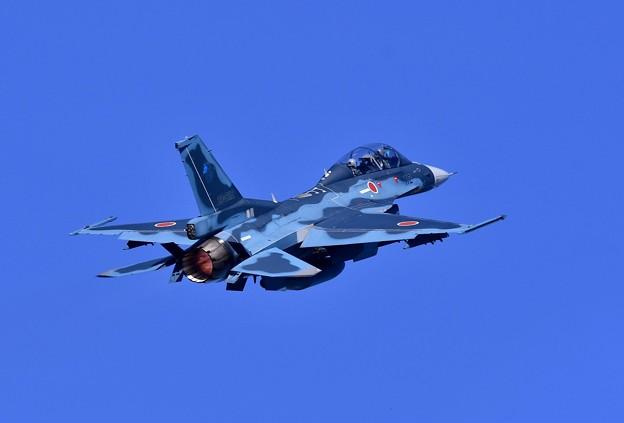 一気にバーナー焚いて上昇する第3飛行隊F-2