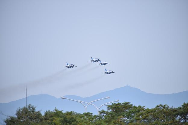 航空祭終えて翌日。。松島へ帰投ブルーインパルス4機上がり