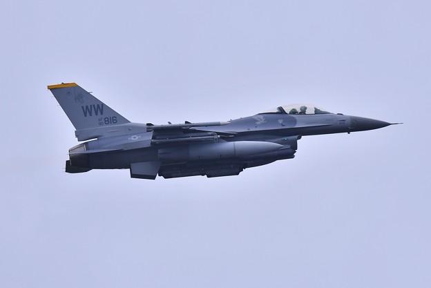 午後の三沢基地。。三沢の米空軍F-16ローカル訓練へ上がり