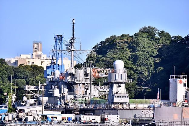 米軍横須賀基地 6号ドライドック 改修中の揚陸指揮艦ブルーリッジ 20170918