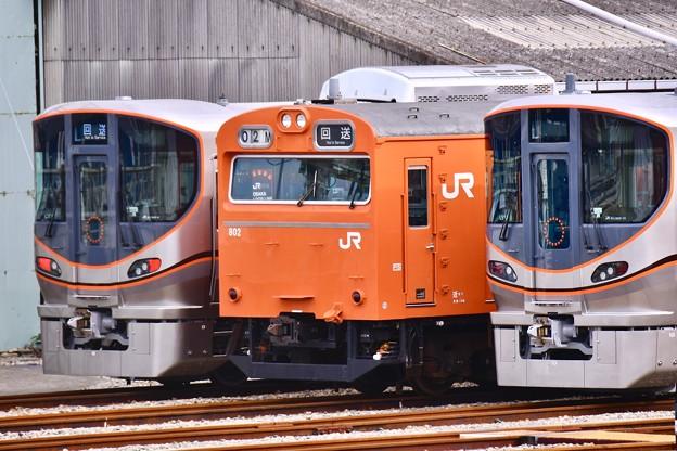 大阪環状線新型323系に挟まれてオレンジの103系 20171001