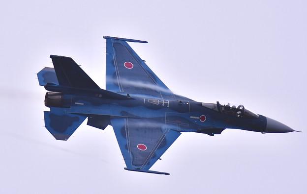 撮って出し。。岐阜基地航空祭 雨降りギリギリ天候で機動飛行するF-2 11月19日