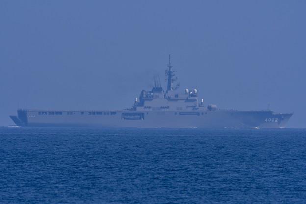 Photos: 岩国基地の海見ると航行中の練習艦くにさき 20171010