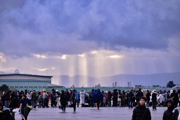 そして岐阜基地航空祭終了後。。雨雲から陽射しが。。