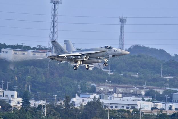那覇基地から嘉手納基地へ移動したらいきなりの米海軍艦載機降りが。。20171122