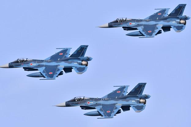 3機の飛行 第8飛行隊。。編隊飛行旋回 築城基地