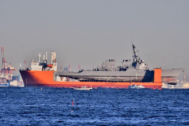 アメリカ海軍艦船を輸送艦出来る輸送艦 横須賀港沖  20171209