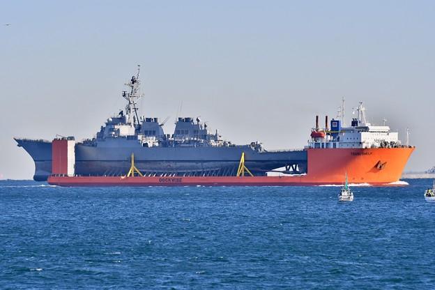 自走不可で輸送艦されて本国へ米海軍 駆逐艦フィッツジェラルド。。20171209
