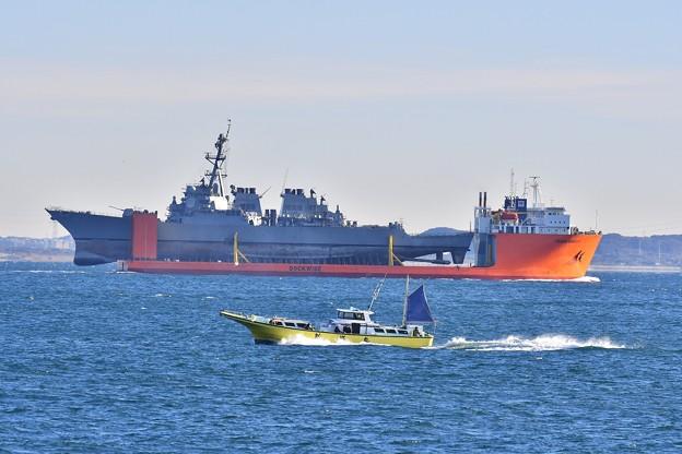 監視船も見守られフィッツジェラルドを輸送するトランスシールフ。。浦賀水路 20171209