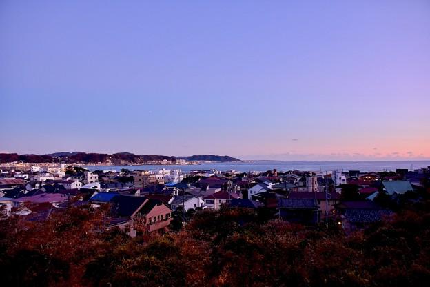 長谷寺の展望台から沈む夕日の由比ヶ浜 20171209