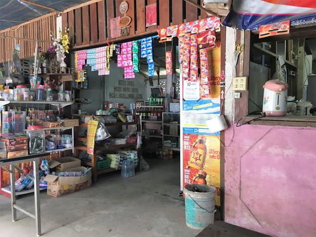 雑貨屋の海鮮炒飯 オムライス風 (4)