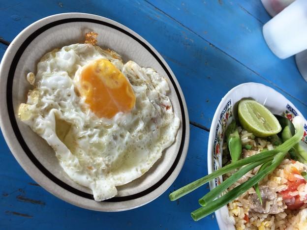 ゲート内のタイ飯屋のカオパットと目玉焼き (3)