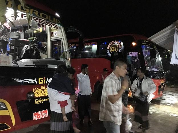 ヤンゴン行きのバス (8)