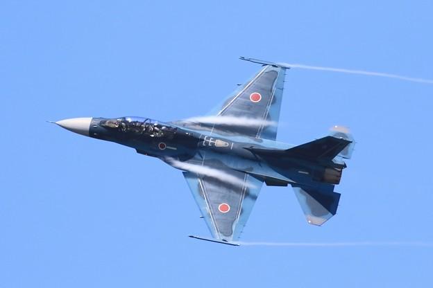Photos: F-2機動飛行2