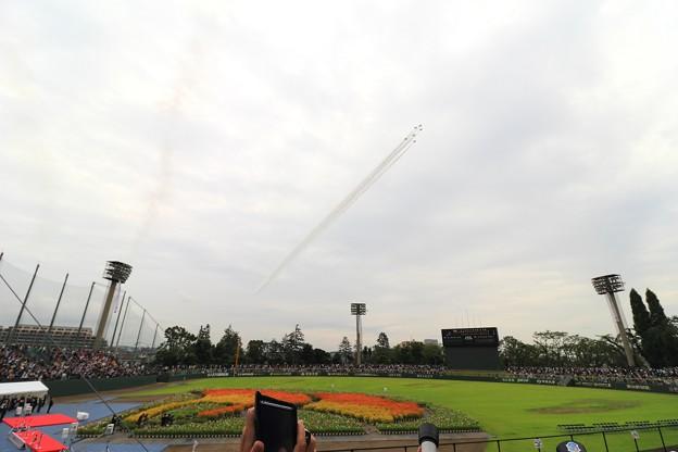 写真: 八王子市市制100周年祝賀飛行