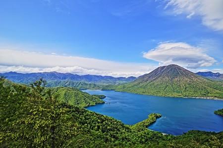 男体山と中禅寺湖(HDR)