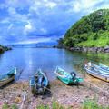 写真: 小さな入り江のポンマ漁港
