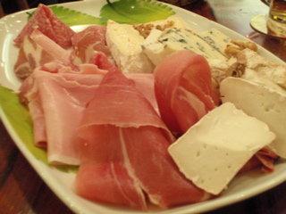 チーズとハムの盛り合わせ@@Ramos Generales
