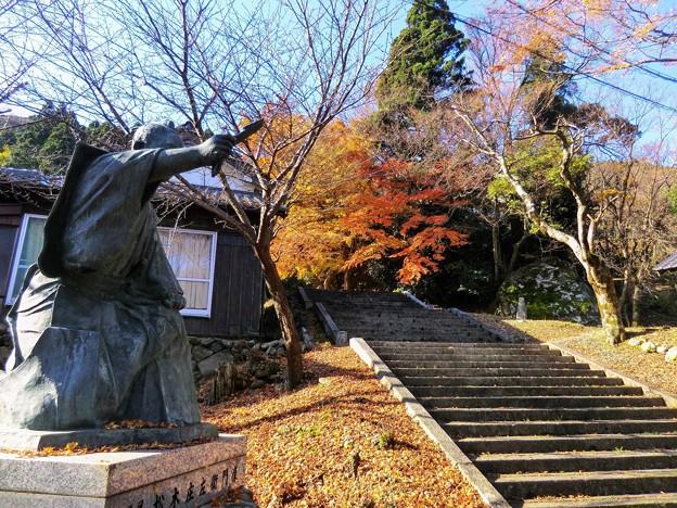 写真: 松木庄左衛門像