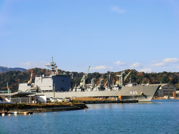 舞鶴港の自衛隊艦