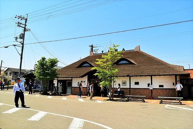 檜皮葺を使用した駅舎