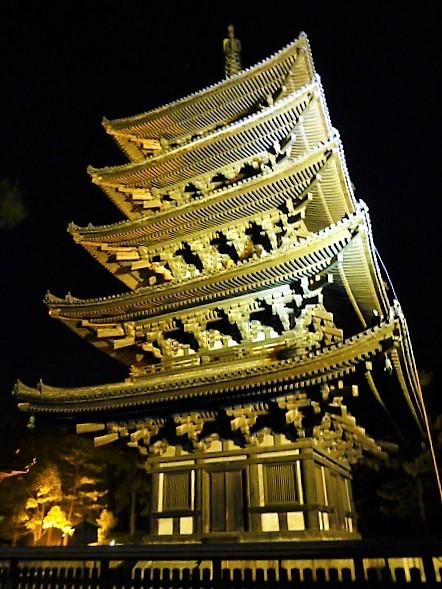 ライトアップされた興福寺五重塔