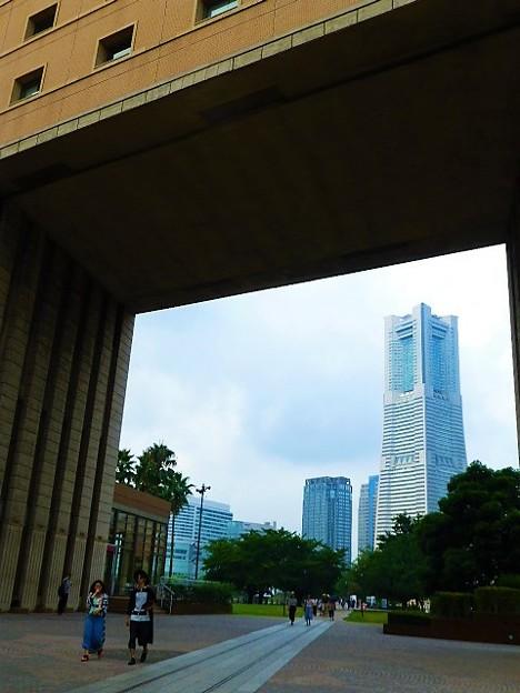 ナビオス横浜からのランドマークタワー