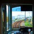 写真: 江ノ電の車窓
