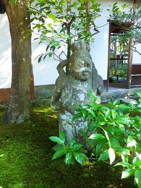 前庭の石像