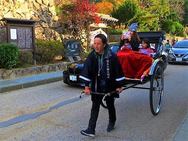 城下町を散策する 人力車